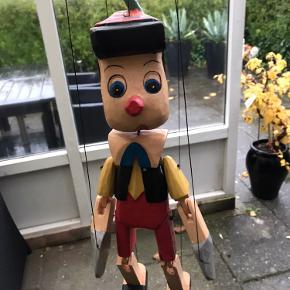BYD Pinocchio i træ