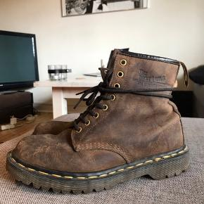 Retro Dr. Martens brown suede boots - fairly obvious that they have been my favorite boots for a long time. However, the used look really suits them:) Size EU 40.