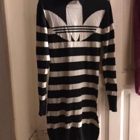 Strik kjole fra Adidas