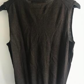 Brun vest fra Philosophy Blues Original. Nypris: 599,95 kr. Lavet af 50% uld og 50% akryl