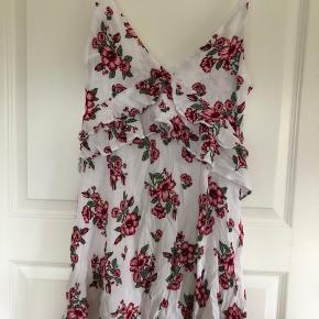 Super sød kjole aldrig brugt
