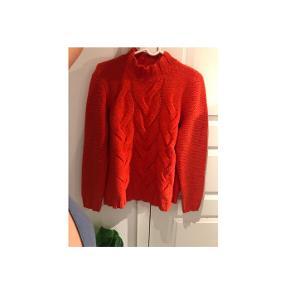 • Fed sweater fra ONLY • Kan også passes af en M • Behagelig • Mængde-rabat gives, så tjek min side (Ingen mærker eller skader)   • Sender gerne på købers regning🦀🍊🧡