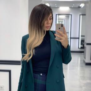 Grøn lang blazer fra &Other stories kAn også bruges som en blazer-kjole
