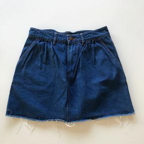 Cool nederdel i denim-look fra ZARA 😎  Bytter slet ikke!!  Skriv endelig hvis du har spørgsmål eller ønsker flere billeder 📩