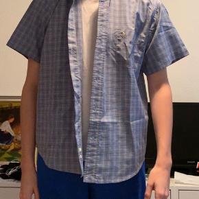Skjorte fra Ralph størrelse M! Logo og lomme på brystet