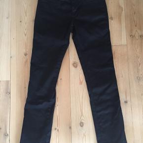 De fedeste jeans i str 26 fra M.I.H Jeans  - sælges kun, fordi de er lige det mindste til mig desværre. Haft dem på én gang og så vasket på skåneprogram - så faktisk er de fuldstændig som nye. God pasform og masser af stræk
