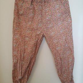 Lækre bukser fra ene af. Der er justér bar lining og det er ét lags bomuld.