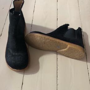 Ubrugt støvlet med ponyhår - sort. Vær opmærksom på at Angulus er lidt store i størrelsen.