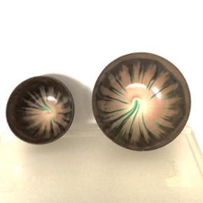 Enø keramik skåle. H: 10cm.  Den lille er 7 diameter og den store er 9 diameteren.  Sælges samlet    Søgeord: dansk, brun, brunlig, grøn, blomst, speciel, mad, glasering