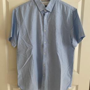 Zara kortærmet skjorte i str. XL. Brugt 5 gange maks
