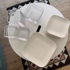 12x store tallerkener, 12x frokost-tallerkener, 12x små skåle og 2x store skåle fra mærket Blomus sælges. Tallerkenerne er kun blevet brugt et par gange, skålene lidt mere (den ene har et minimalt skår). Prisen er for det hele (sælges helst samlet). Jeg sender gerne😊