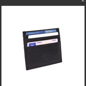 Daniel Silfen Rune kortholder Sælger min kortholder fra Daniel Silfen da jeg aldrig har fået den brugt Np var 100 så sælger den for 50kr + fragt Ellers byg