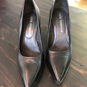 Super lækre sko, som desværre er lidt for små til mig. De er derfor kun brugt få gange. Kom med et bud :-)