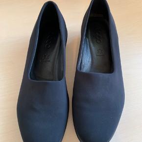 Dejlig blød sko fra Ecco. Kun brugt få gange pga for smal til min fod.