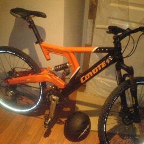 Coyote DownHill stel sælges alene. Jeg sælger mit stel til denne cykelda jeg aldrig kom i gang at cykle DH. Stellet har jeg haft fra nyt og kørt max. 150 km på det.  Pris kr. 1.150,-