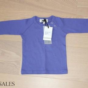 Varetype: BluseStørrelse: 9mdr Farve: Lilla Oprindelig købspris: 250 kr.  Den klassiske Gro-bluse, som er ubrugt og stadig med mærke. :)