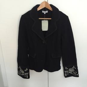 Sort let taljeret jakke i uldmix, stadig med tagFørpris 799,-