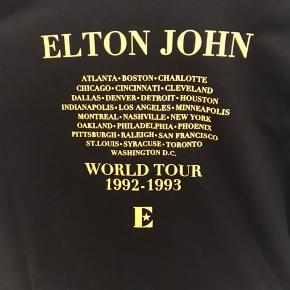 Oversize tee med Elton John print fra Zara.