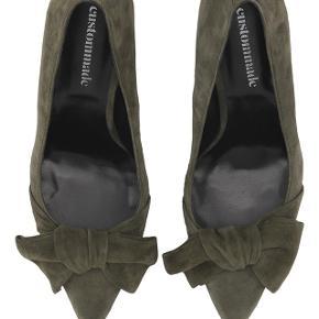 Støvet grøn. Virkelig flotte sko fra Custommade. Str. 37 Martine Green. Sælges da jeg håbede mine fødder sagtens kunne passe dem, og nu må jeg indse at det var ønsketænkning. 😊