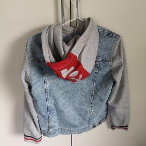 Denim jakke med hætte Str 14 år