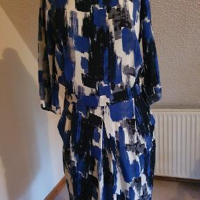Flot stand, kjole men underdelen er som en nederdel, linning foran og elastik i bag