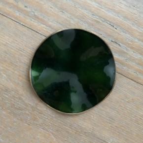 Flot mørkegrøn broche 4,5 cm