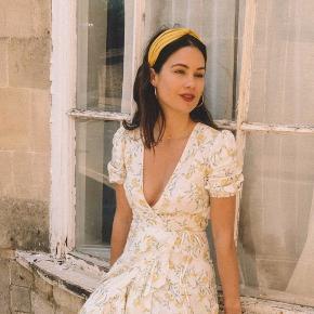 Smuk slå-om kjole fra & Other Stories. Sælges, da jeg har for mange kjoler 😊