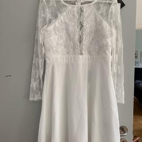 Super fin kjole. Købt til konfirmationskjole. Fandt dog en anden istedet.