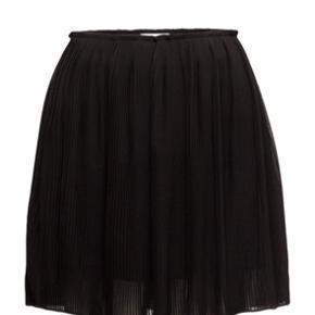 Mega fin nederdel, dog ikke den rigtige størrelse til mig :-)