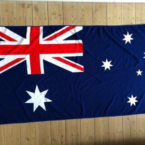 Mikrofiber håndklæde med det australske flag Aldrig måler   70 x 140 cm  Fra hjem uden røg og kæledyr.  Sender gerne, køber betaler porto. Kan også afhentes på Frederiksberg
