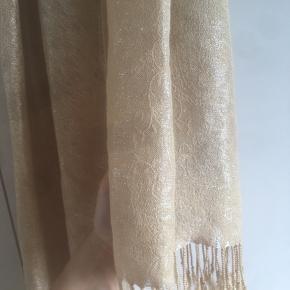 Super flot tørklæde med fint mønster🌼