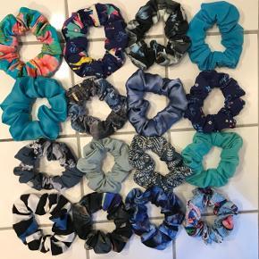 Hjemmelavede scrunchies.  1 stk for 15 kr 3 stk for 40 kr 5 stk for 60 kr 10 stk for 100 kr Sender mod betaling.
