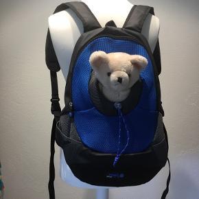 Super rygsæk til lille hund, kan bæres på ryggen eller på maven. Er som ny