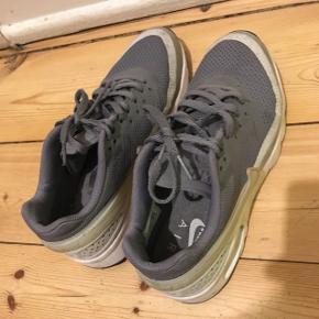 Nike air grå Trænger til en klud  Ellers som nye