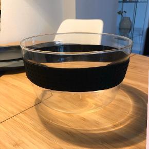Sælges da den ikke bliver brugt. Flot skål (Bodum pavina) med silikone bånd på. Fås ikke mere?