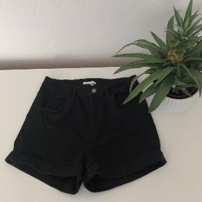 Højtaljede shorts fra H&M, str M.  De er med stretch.  Sidder godt, mine ben er bare for tynde 🙄😂