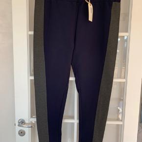 Helt nye leggings. Virkelig kraftig og god kvalitet. Str L. Talje ca 2x53 cm uden at strække. Indb benlængde: 76 cm