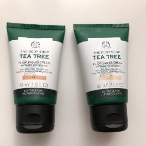 The body shop tea tree flawless bb cream i farven 01 og 02. Begge er prøvet en gang, derfor næsten som nye. Kan også købes seperat. 40 ml. Prisen er for begge! Åbnet i juli 2018