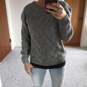 Hel ny sweater 🌸 Str S - 175,- INKL porto.  Spørg for flere detaljer.   Jeg er ca 162cm og 52kg