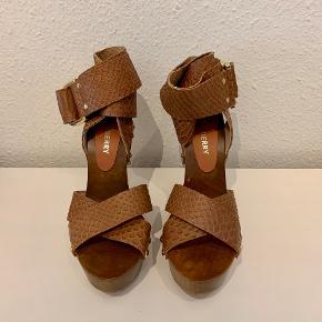 Mulberry sandaler