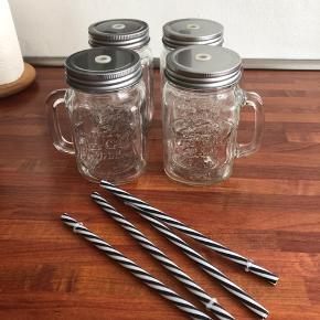 Fine glas med sugerør - gode til iskaffe og drinks!