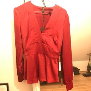 Rigtig sød og fin bordeaux rød skjorte/bluse Fra Y.A.S Kun prøvet på