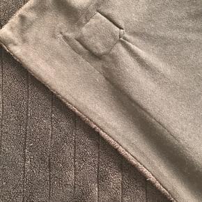 Lækker blødt plaid i polyester. Dejlig vamset. Mål: 167x137 cm