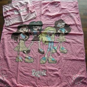 Rigtig flot sengetøj m. Bratz. I fin stand. Størrelse: 135 x 200 cm Se også mine øvrige annoncer. Har flere sengesæt til salg. Bytter ikke. (13)
