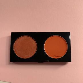 Rødlige Mac øjenskygger. Brugt 1-2 gange. Sælges uden 'hylster'. Er lavet til palletterne. 1 stk. 60,- eller begge for 110,-Farve til venstre: 'Coppering' Farve til højre: 'Red Brick'