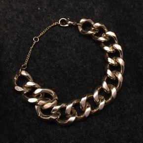Guld armbånd sælges— Den kan justeres til 18, 21, eller 23cm i længde :)