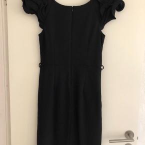 Varetype: Mini Farve: Sort Oprindelig købspris: 800 kr.  Så fin kjole  Byd