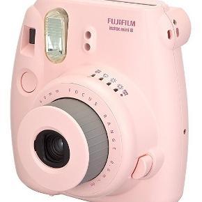 Sælger mit insta mini 8 i baby lyserød. Sælger også coveret i hvid til kameraet. Har indpakning osv. Begge dele fejler intet!  Ny prisen på Instax mini var ca 899 kr Ny prisen på tasken var ca 100 kr