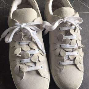 Flotte rusind sko, m blomster detalje