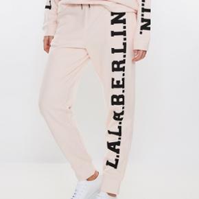 472c91aa Fede bukser fra Lala Berlin i farven Powderpink. Jeg har aldrig haft dem på,